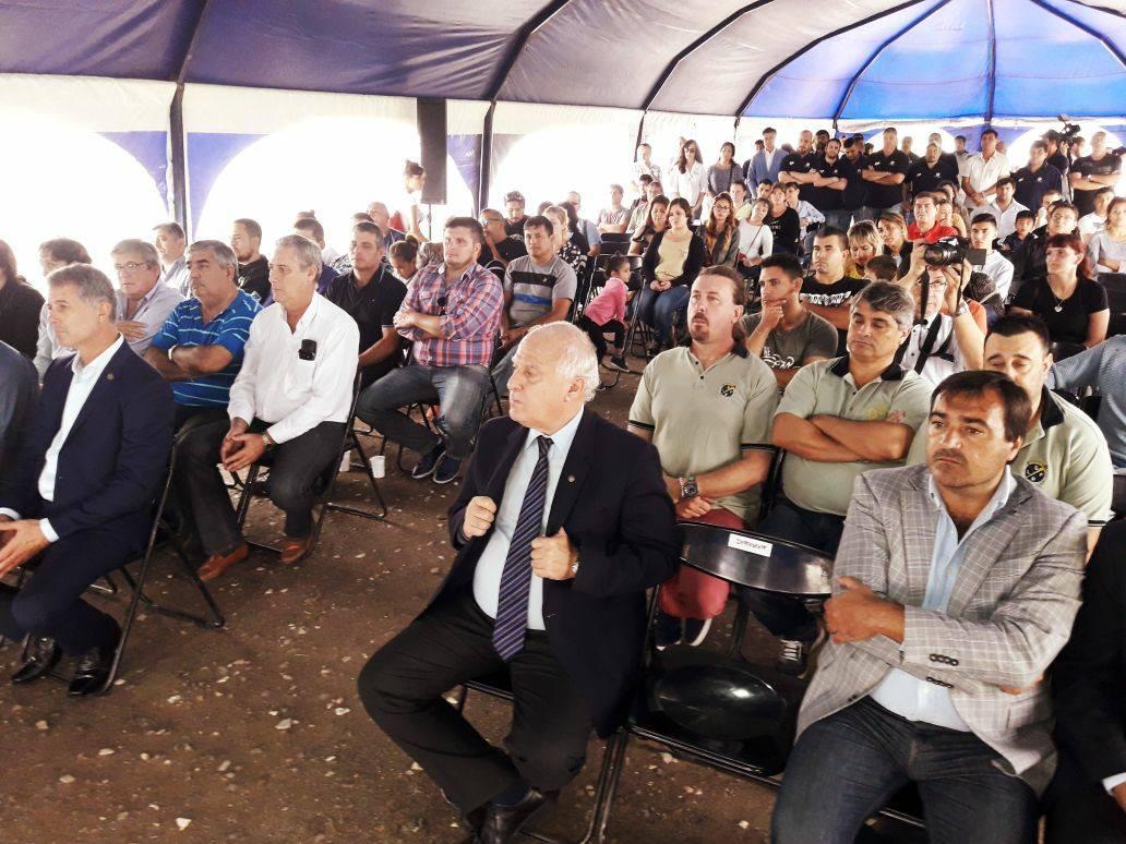 Entrega de lotes y firma del convenio entre la CGT y el Gobierno de la Provincia por 50 lotes